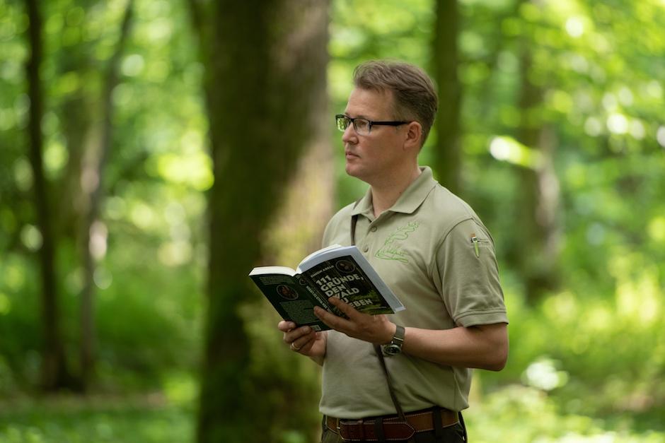 Waldpoet-liest-111-gruende-den-wald-zu-lieben